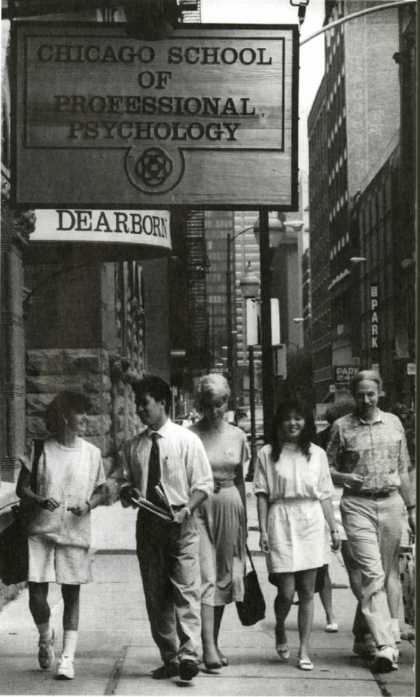 The Chicago School History - Students at Dearborn Station